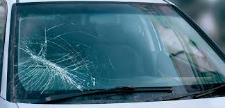 Comment le verre cassé influence sur la sécurité de conduite