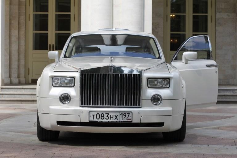 Louer une limousine pour son mariage : comment choisir ?