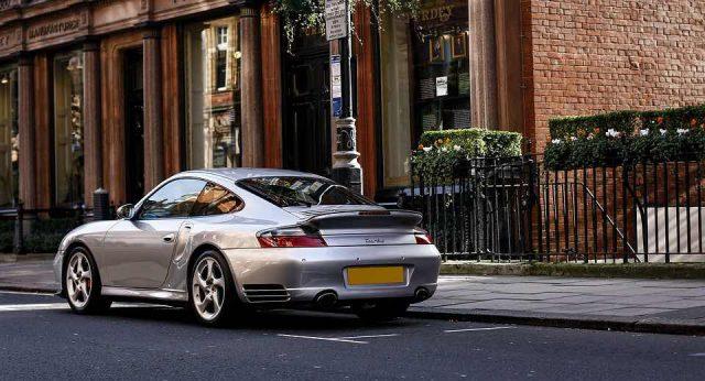 Comment entretenir la mécanique de votre Porsche 996?