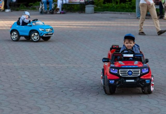 Comment choisir une voiture électrique pour enfant ?