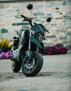 Conduire une moto électrique, comment ça marche au juste ?