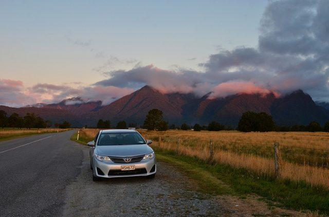 Louer une voiture pour explorer la Nouvelle-Zélande: ce qu'il faut savoir