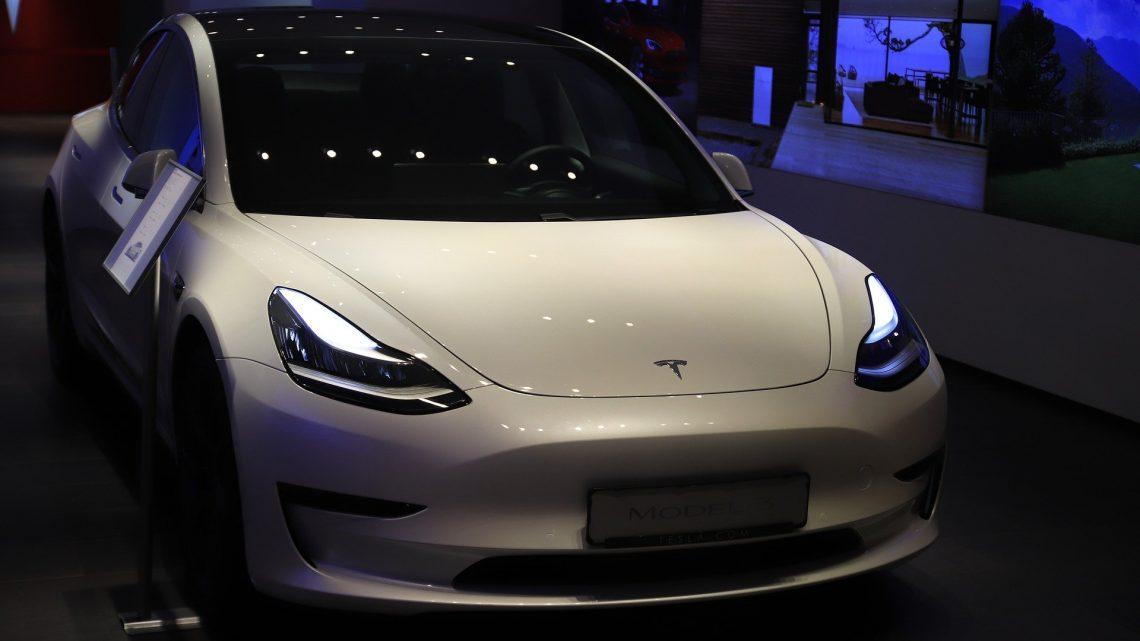 Comment faire si mon véhicule Tesla nécessite une révision