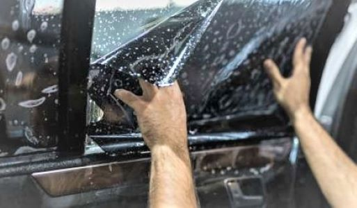 Quels avantages à faire appel à un professionnel pour l'installation de vitres teintées sur son véhicule ?